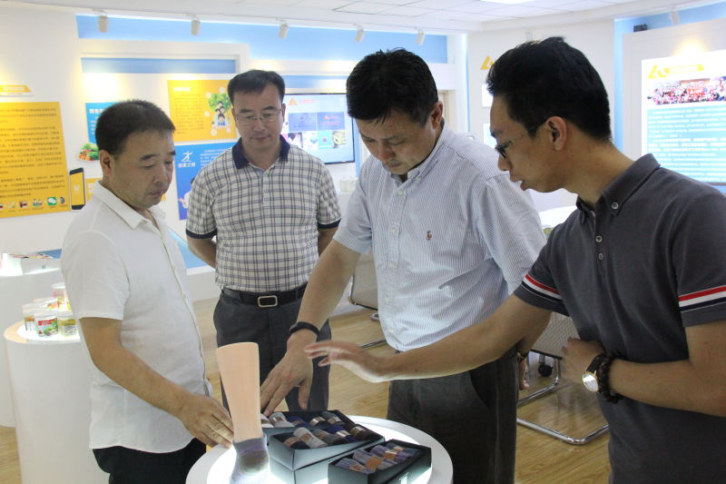 辽阳市委常委、常务副市长张震到米乐网下载信息调研指导