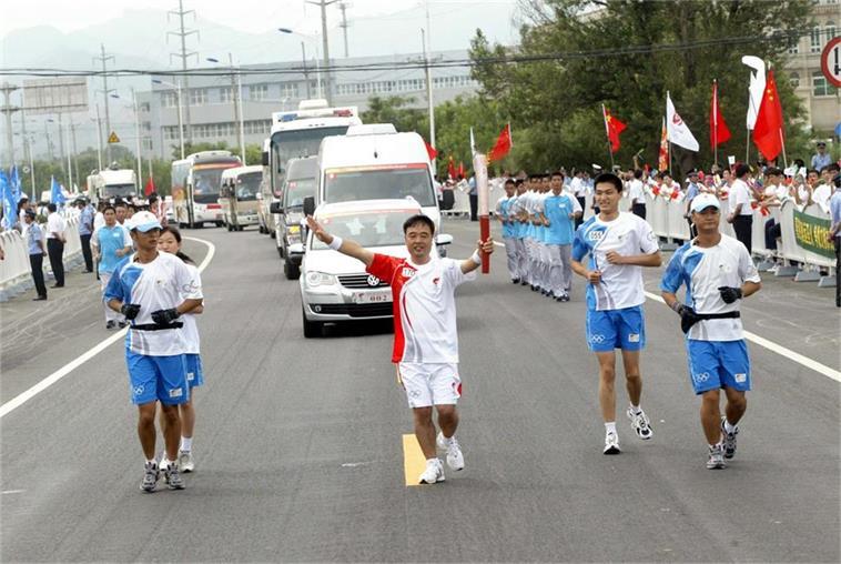 2008年集团董事长曹玉学当选北京奥运会火炬手.JPG