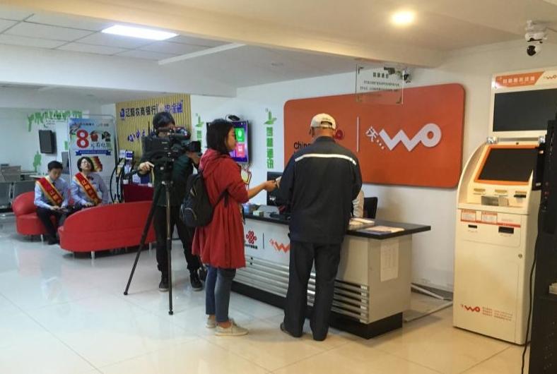 辽宁电视台记者到智慧社区福民智慧厅进行采访拍摄